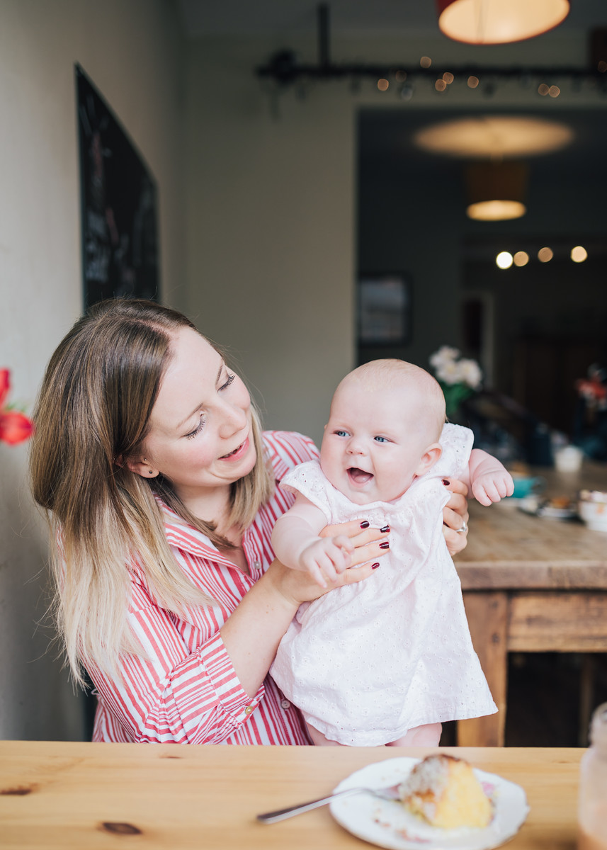 Cafe photoshoot with a first time mum and her baby girl.